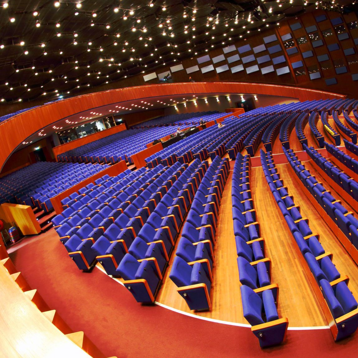 World Forum Theater Binnen